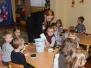 """Pani Iwona Grzybowska - właścicielka kwiaciarni """"Iwona"""" w Jastrzębiu pomogła dzieciom przygotować bukiety dla Babć z okazji ich święta"""